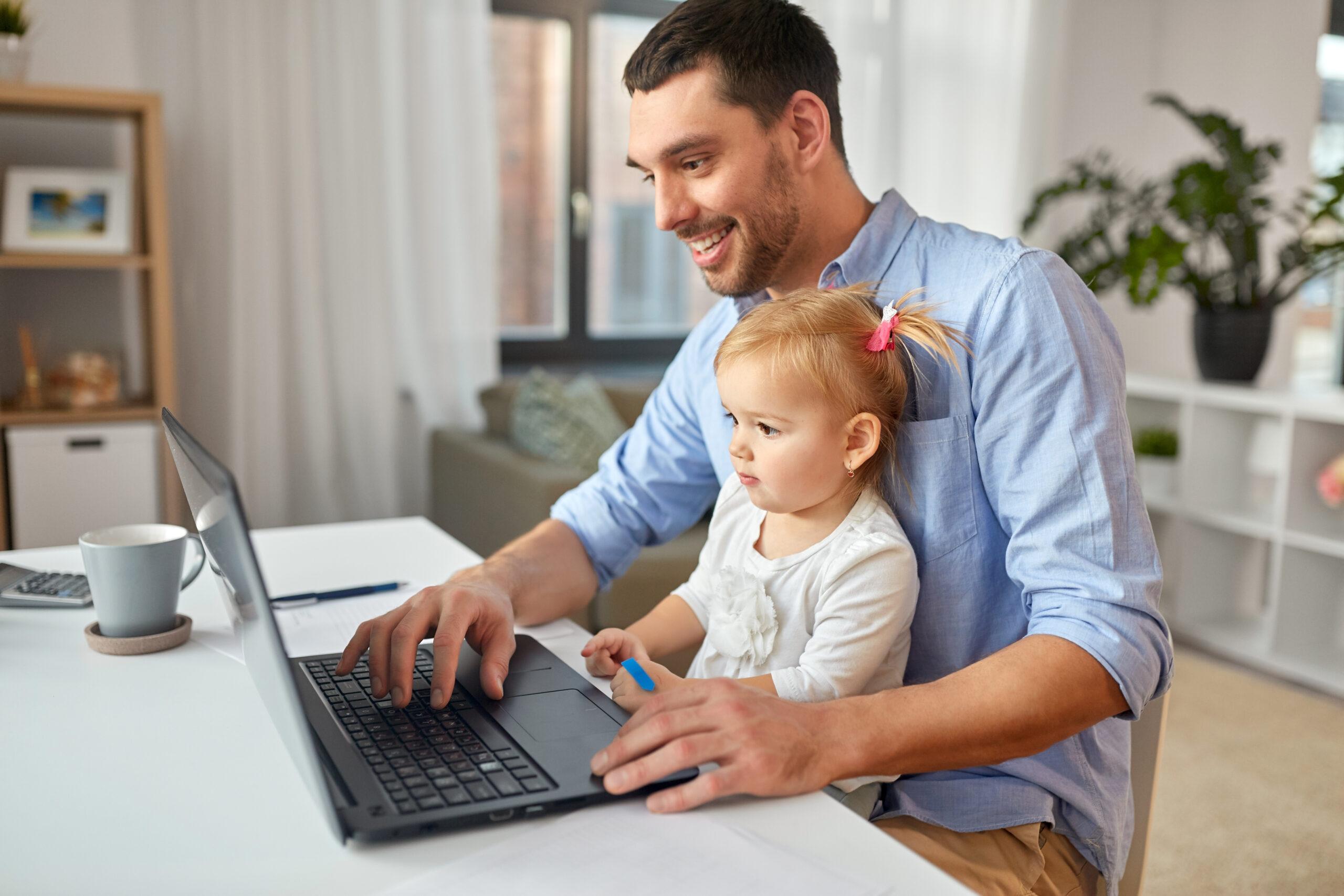 זום ילד ומחשב נייד - ארז אלון